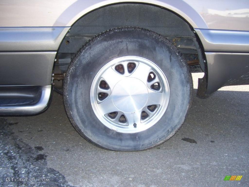 2000 Chevrolet Astro LS AWD Passenger Van Wheel Photos