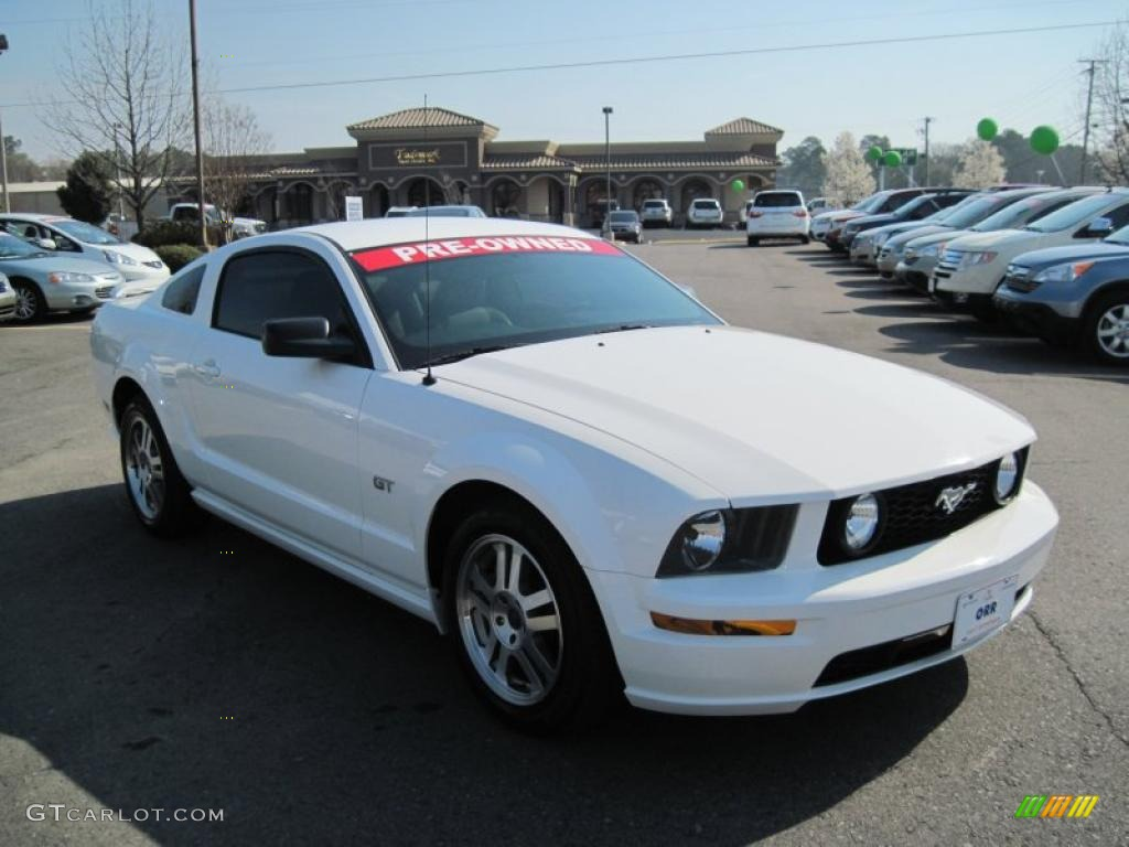 performance white 2005 ford mustang gt premium coupe exterior photo 46199951. Black Bedroom Furniture Sets. Home Design Ideas