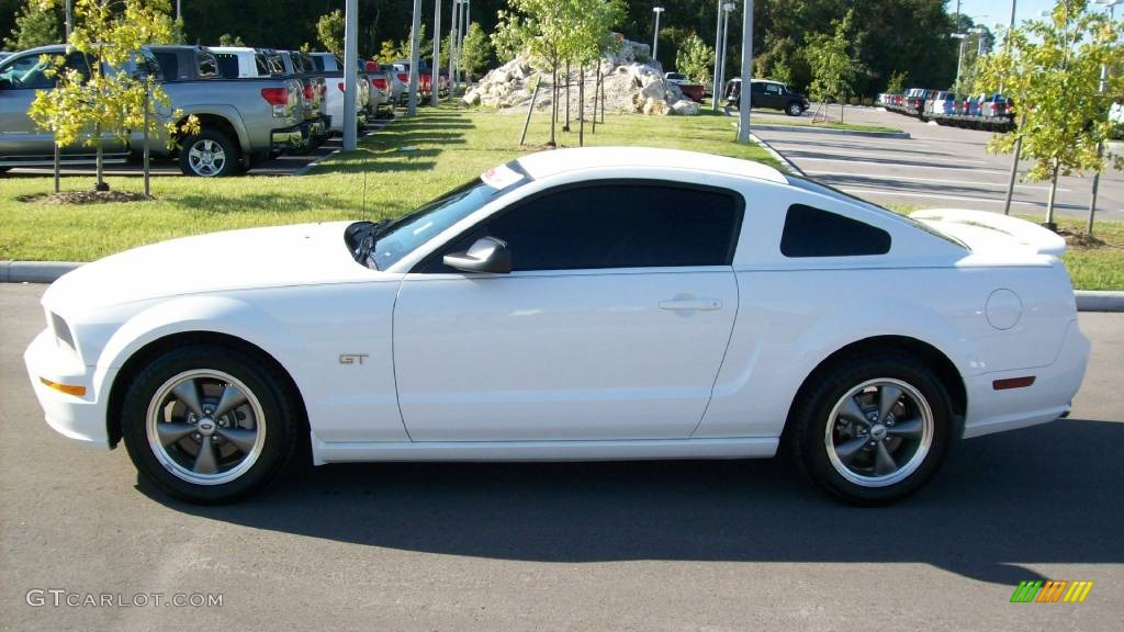 2006 Mustang GT Premium Coupe - Performance White / Light Graphite photo #2