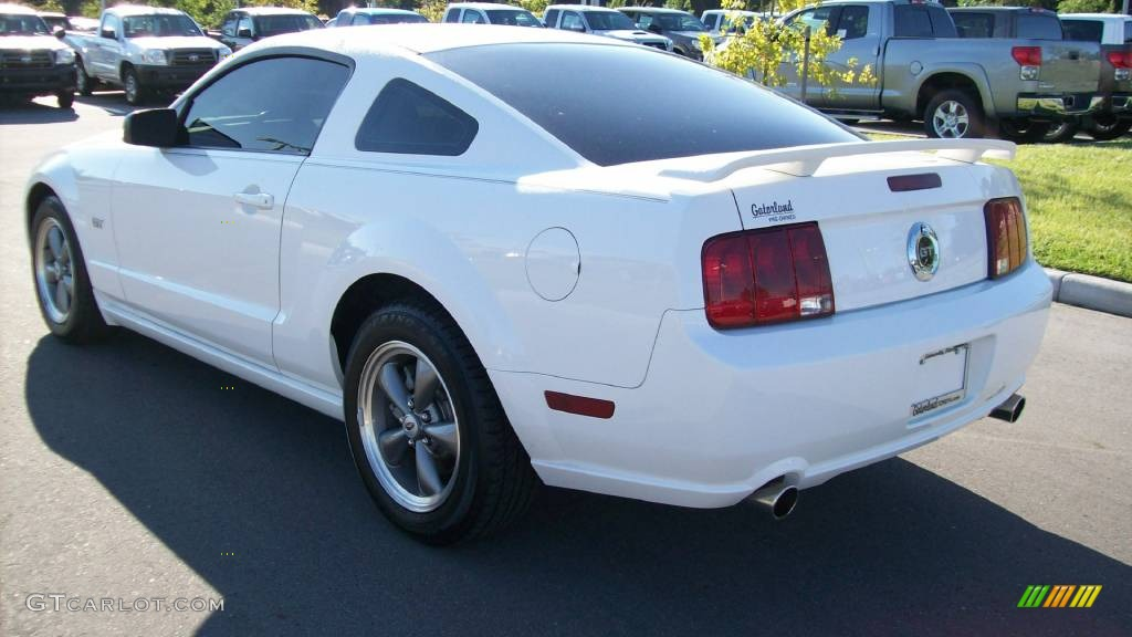 2006 Mustang GT Premium Coupe - Performance White / Light Graphite photo #3