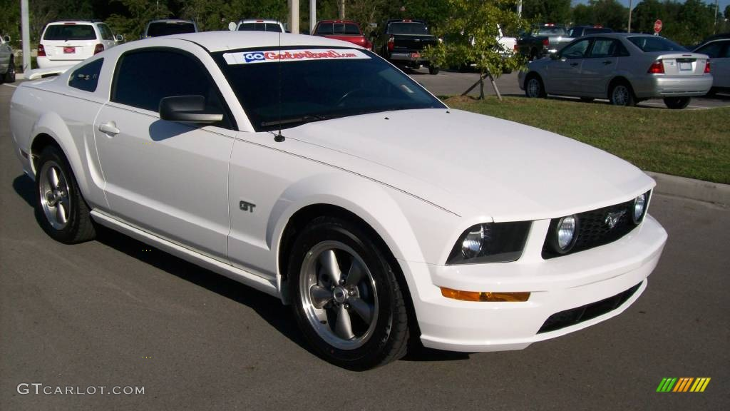 2006 Mustang GT Premium Coupe - Performance White / Light Graphite photo #6
