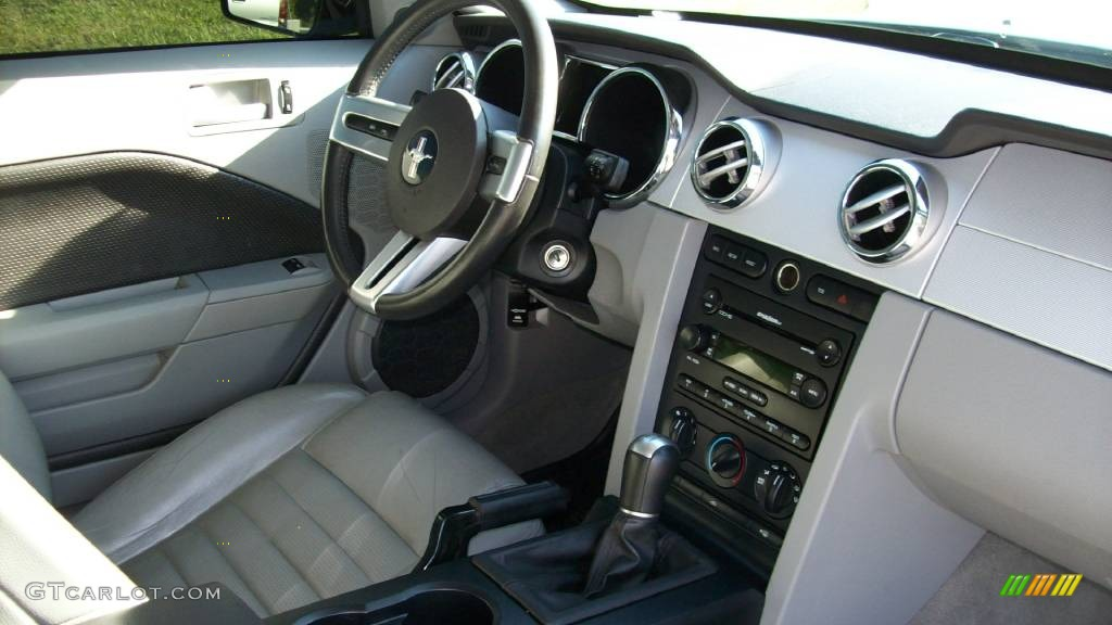 2006 Mustang GT Premium Coupe - Performance White / Light Graphite photo #8