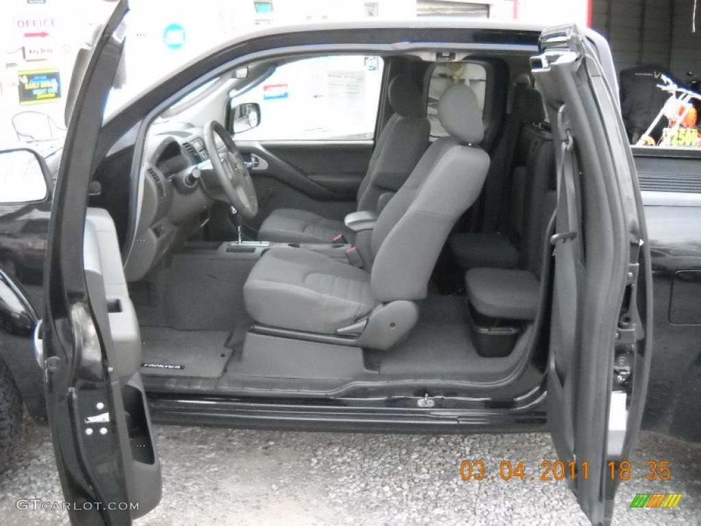 graphite interior 2006 nissan frontier xe king cab photo. Black Bedroom Furniture Sets. Home Design Ideas