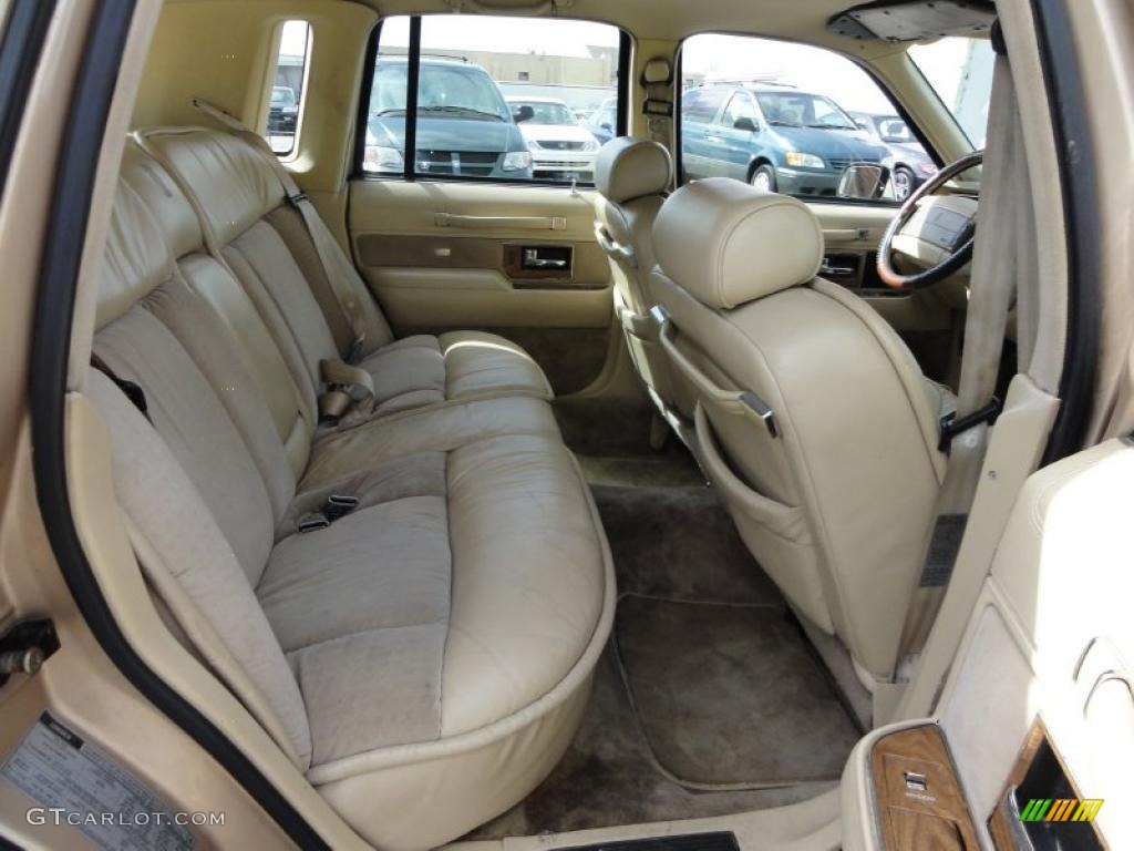 1989 lincoln town car interior pictures to pin on pinterest pinsdaddy. Black Bedroom Furniture Sets. Home Design Ideas