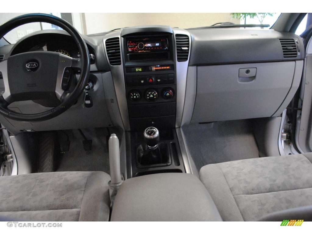 2005 Kia Sorento LX 4WD Gray Dashboard Photo #46465965