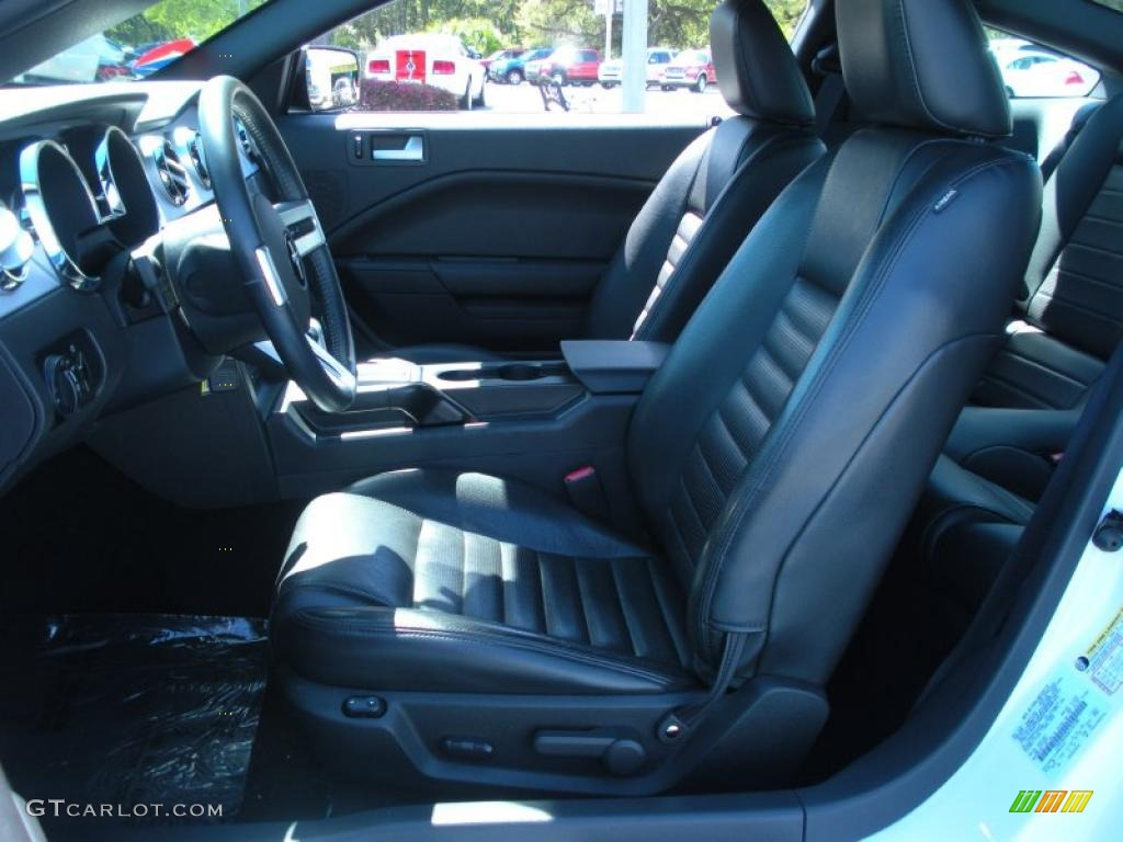 Dark Charcoal Interior 2006 Ford Mustang GT Premium Coupe Photo #46477614