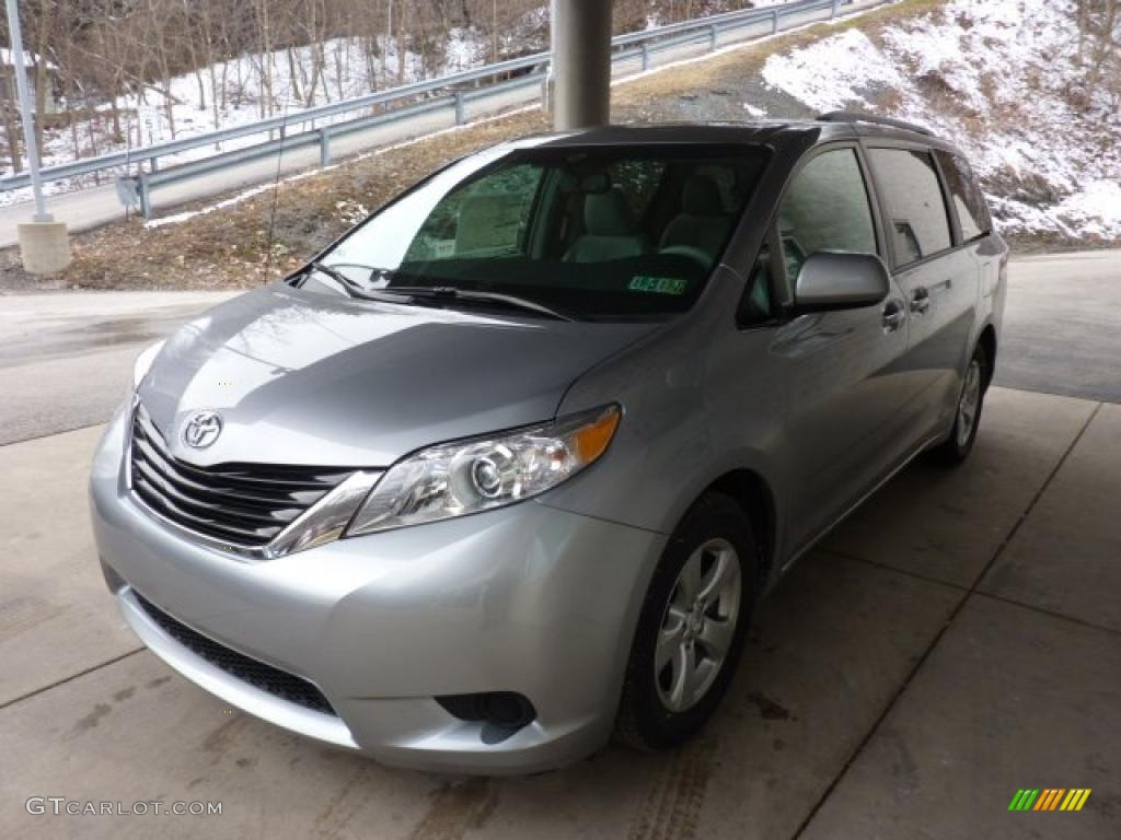 2011 Sienna LE - Silver Sky Metallic / Light Gray photo #3