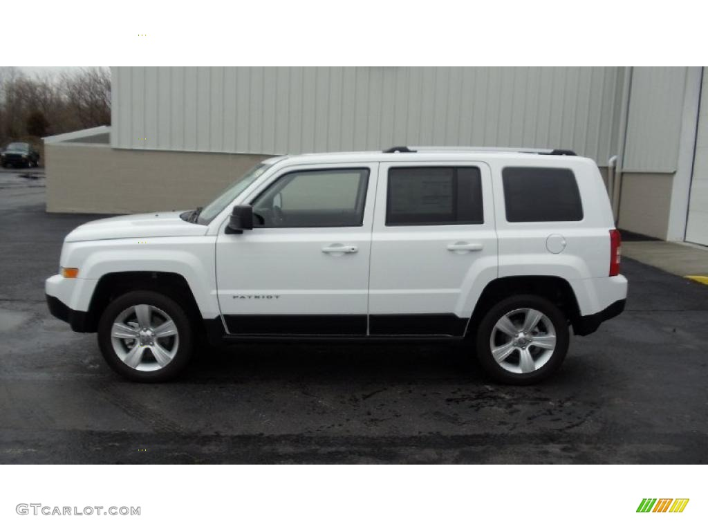 bright white 2011 jeep patriot latitude x 4x4 exterior. Black Bedroom Furniture Sets. Home Design Ideas