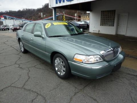 2005 lincoln town car signature limited data info and specs. Black Bedroom Furniture Sets. Home Design Ideas