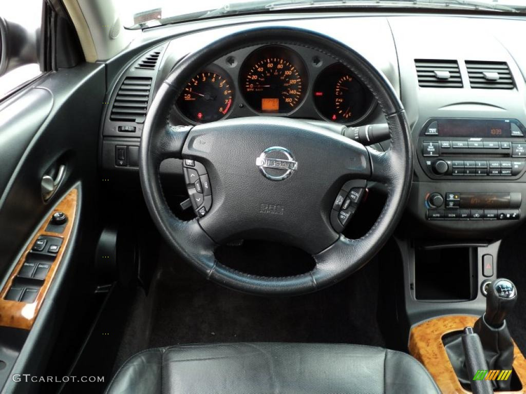 2002 Nissan Altima 3.5 SE Charcoal Black Steering Wheel Photo #46623535