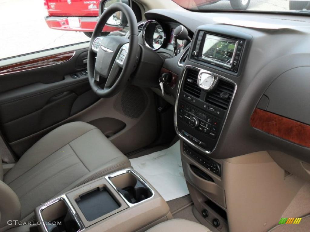 Dark frost beige medium frost beige interior 2011 chrysler - 2001 chrysler town and country interior ...