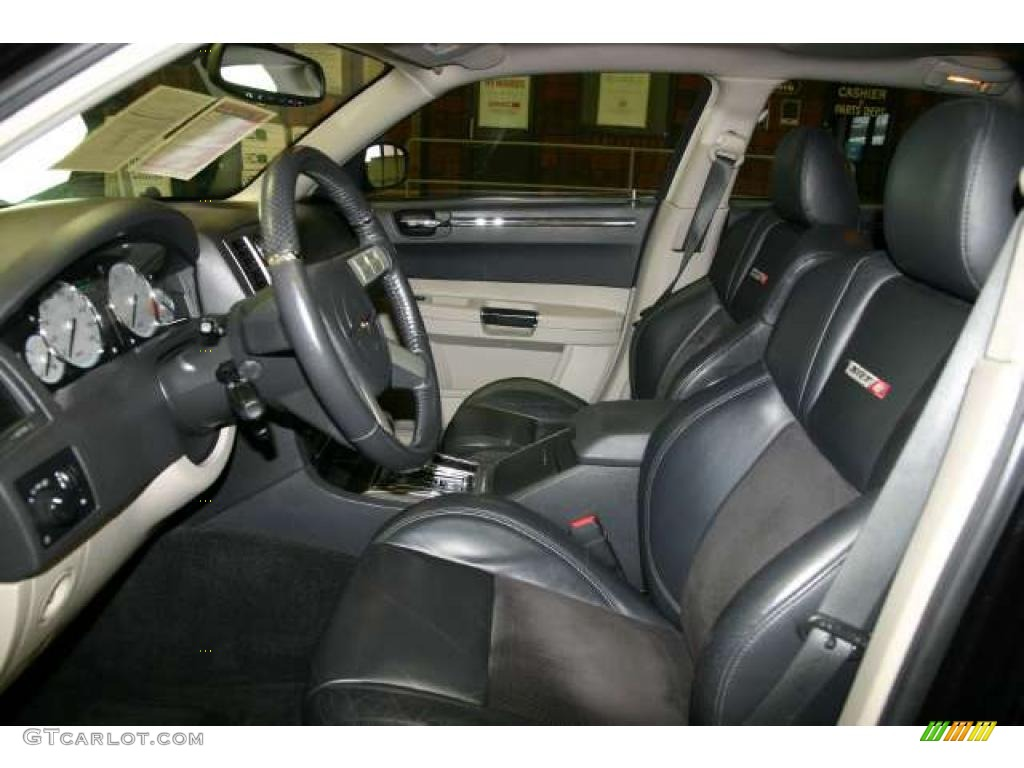 2006 chrysler 300 srt8 interior