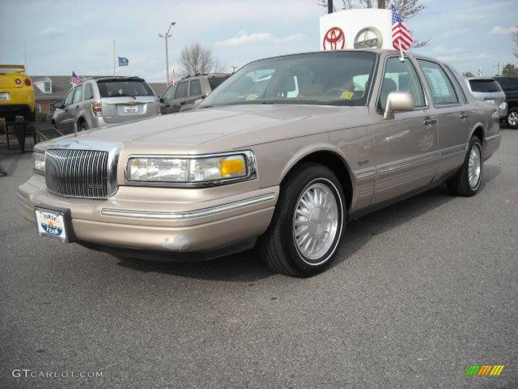 1997 light prairie tan metallic lincoln town car signature 4656141 car color. Black Bedroom Furniture Sets. Home Design Ideas