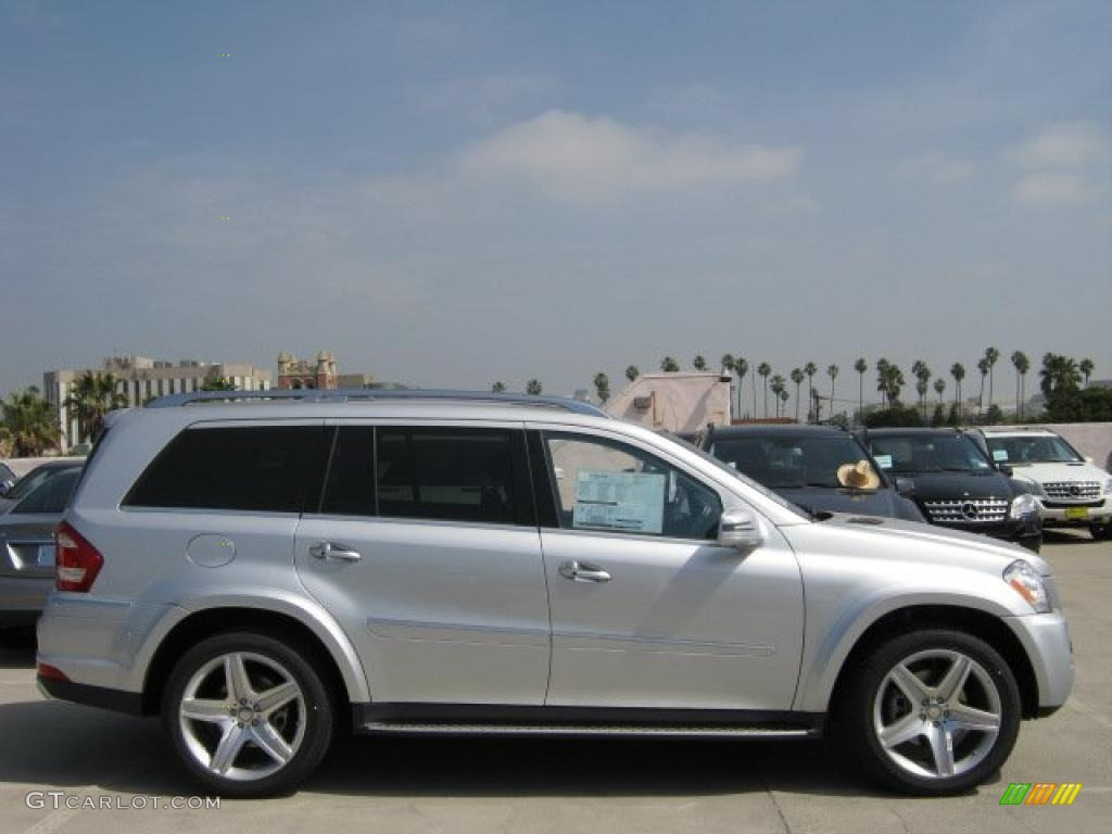 Iridium silver metallic 2011 mercedes benz gl 550 4matic for Mercedes benz 550 gl