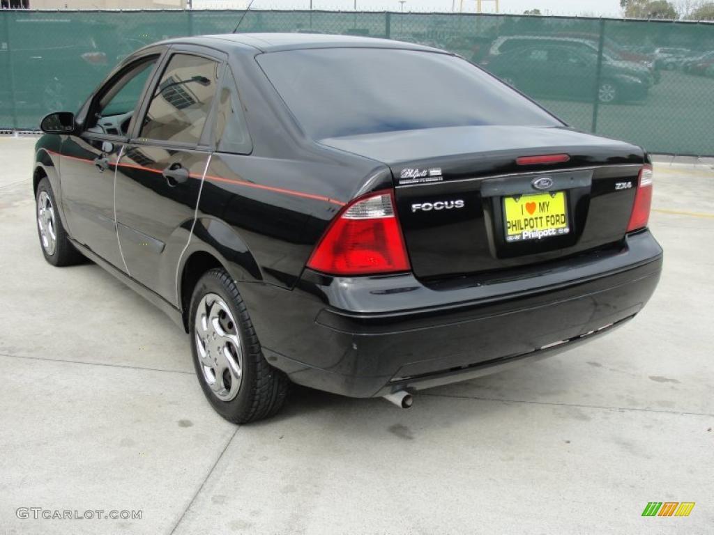 2005 Focus ZX4 S Sedan - Pitch Black / Dark Flint/Light Flint photo #5