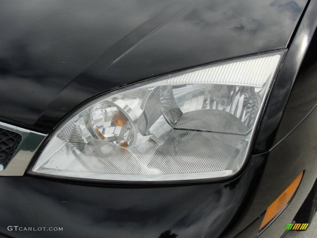 2005 Focus ZX4 S Sedan - Pitch Black / Dark Flint/Light Flint photo #10