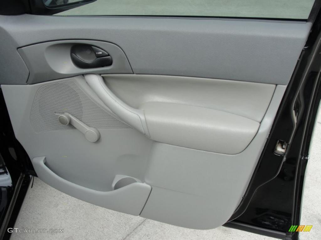 2005 Focus ZX4 S Sedan - Pitch Black / Dark Flint/Light Flint photo #21
