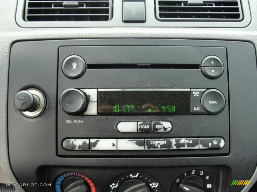 2005 Focus ZX4 S Sedan - Pitch Black / Dark Flint/Light Flint photo #32