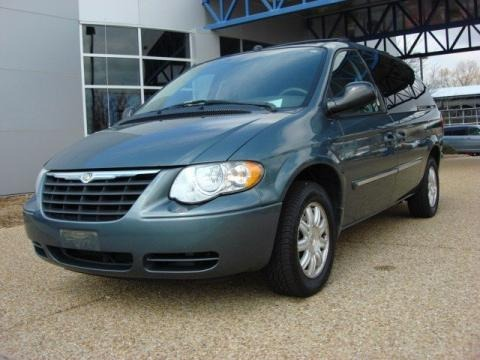 2005 chrysler town country touring data info and specs. Black Bedroom Furniture Sets. Home Design Ideas