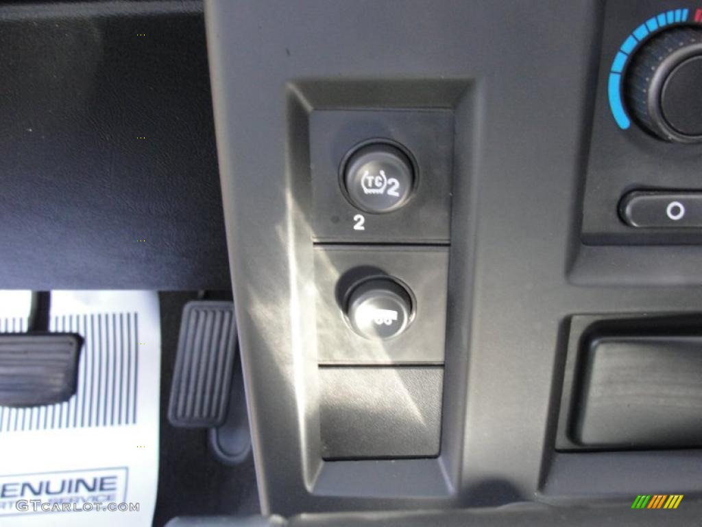 2006 Hummer H2 SUV Controls Photo #46979181
