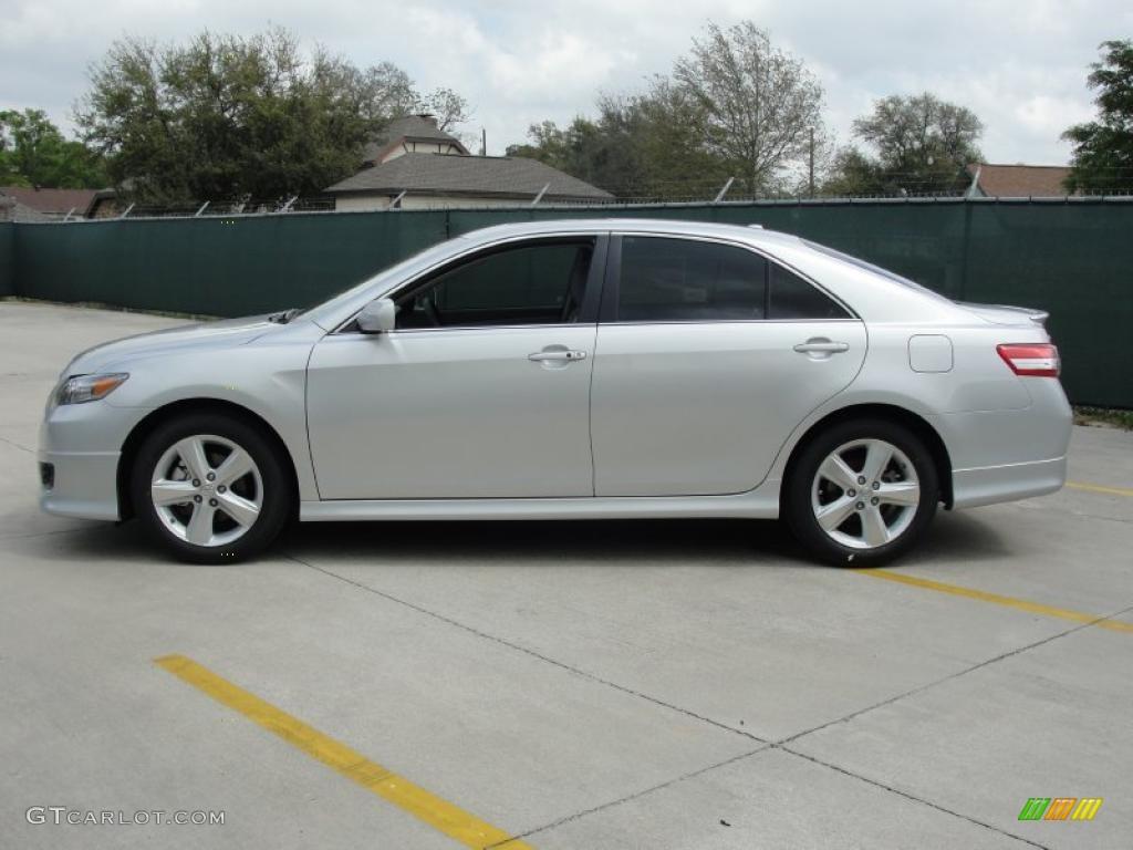 Classic silver metallic 2011 toyota camry se exterior photo 47061719