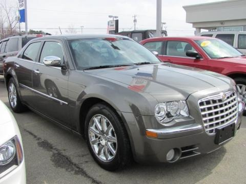 2008 Chrysler 300 C HEMI Data, Info and Specs