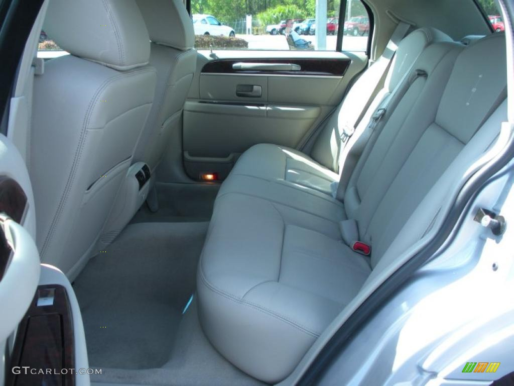 medium light stone interior 2011 lincoln town car signature limited photo 47206175. Black Bedroom Furniture Sets. Home Design Ideas