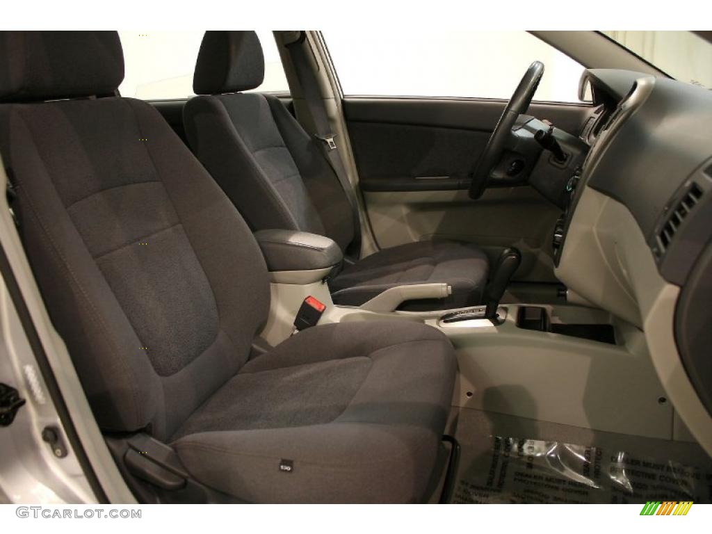 gray interior 2006 kia spectra spectra5 hatchback photo. Black Bedroom Furniture Sets. Home Design Ideas