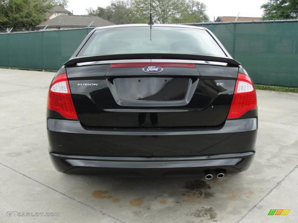 2011 Fusion SE - Tuxedo Black Metallic / Charcoal Black photo #4
