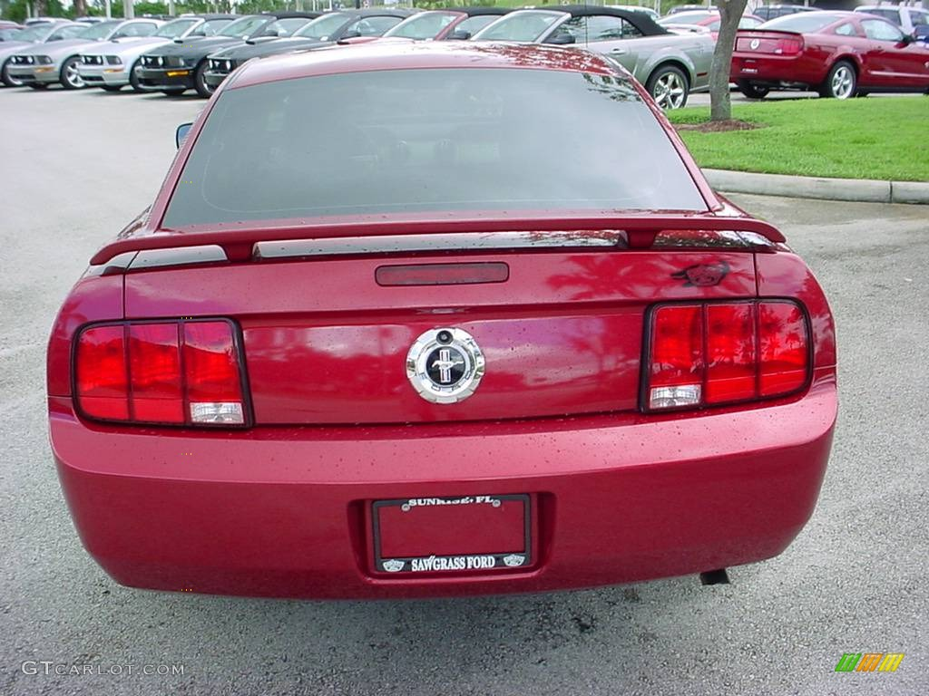 2006 Mustang V6 Premium Coupe - Redfire Metallic / Dark Charcoal photo #4
