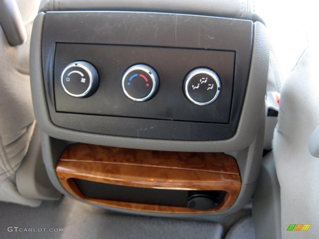 2008 Buick Enclave CX AWD Controls Photo #47334937