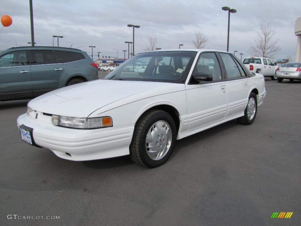 bright white 1997 oldsmobile cutlass supreme sl sedan. Black Bedroom Furniture Sets. Home Design Ideas