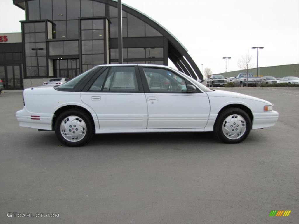 bright white 1997 oldsmobile cutlass supreme sl sedan exterior photo 47342843 gtcarlot com gtcarlot com