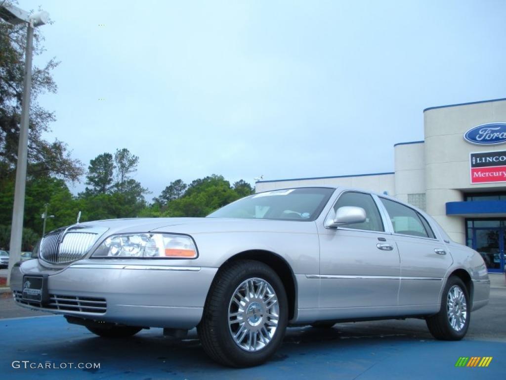2010 Silver Birch Metallic Lincoln Town Car Continental Edition