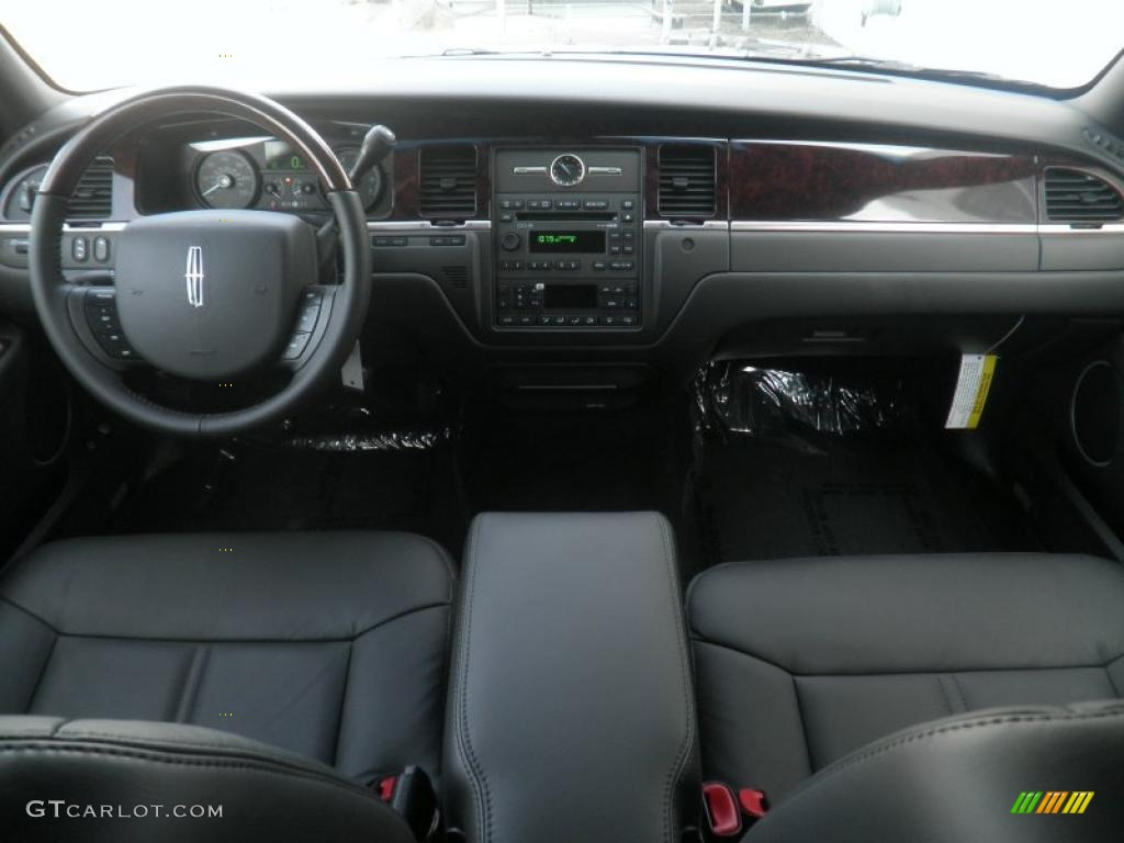 2011 lincoln town car signature limited black dashboard photo 47362613. Black Bedroom Furniture Sets. Home Design Ideas