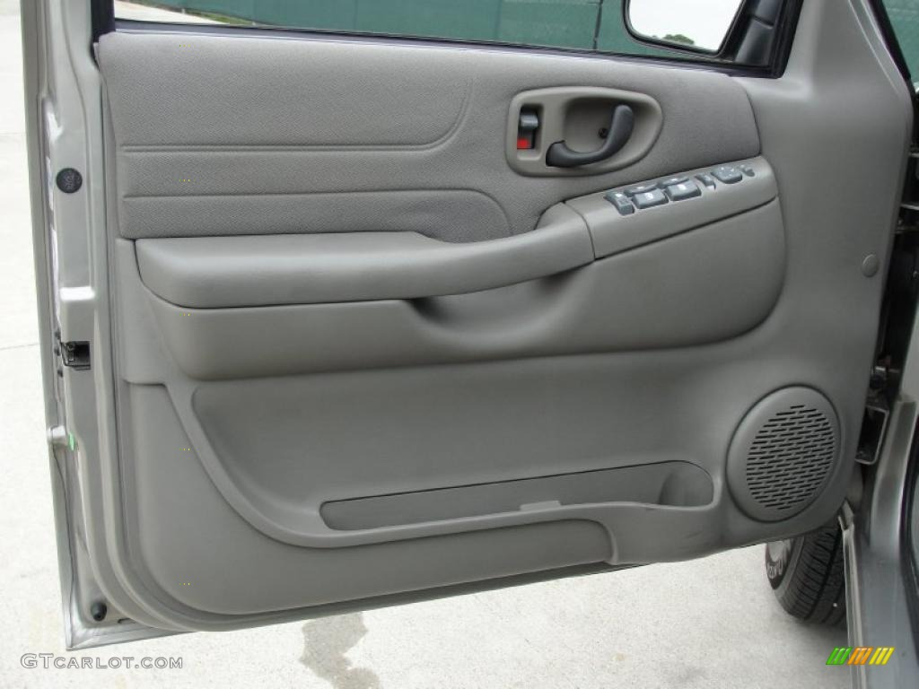2004 Chevrolet Blazer Ls Medium Gray Door Panel Photo 47568527