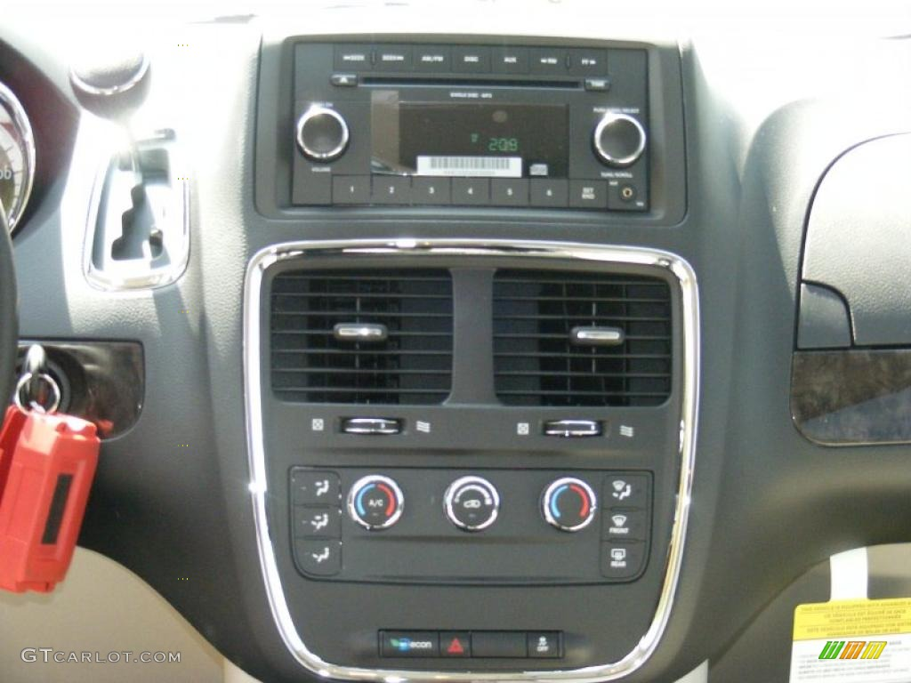 2011 dodge grand caravan cargo van controls photo 47661016. Black Bedroom Furniture Sets. Home Design Ideas