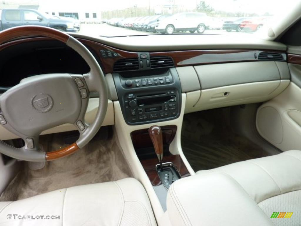 2002 Cadillac Deville Dts Oatmeal Dashboard Photo 47734630
