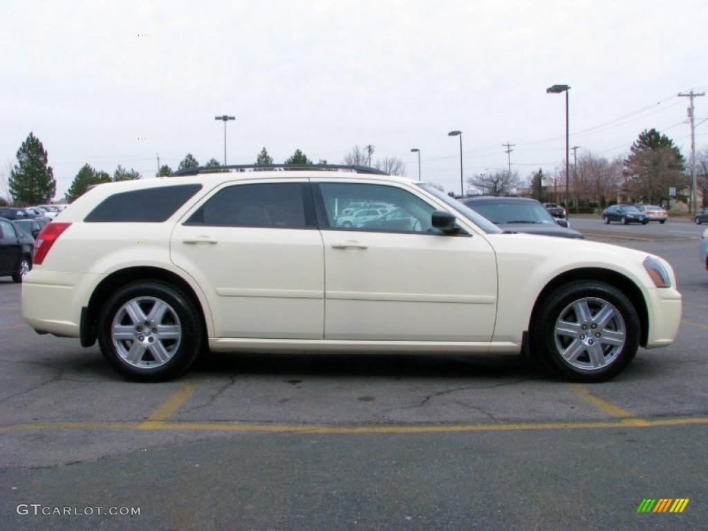 cool vanilla white 2005 dodge magnum sxt awd exterior. Black Bedroom Furniture Sets. Home Design Ideas