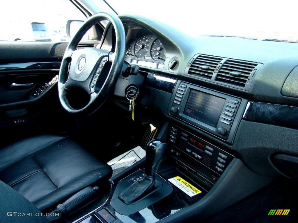 2002 5 Series 525i Wagon - Alpine White / Black photo #9