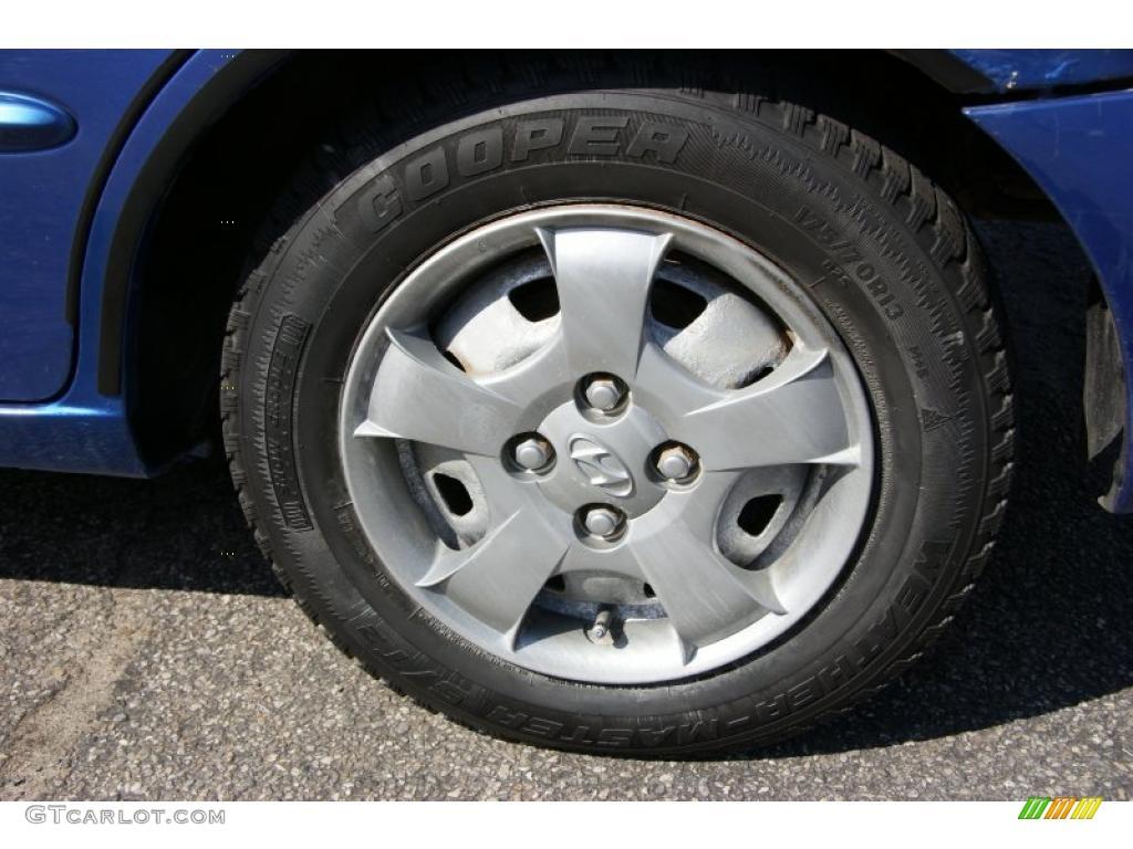 2002 hyundai accent gl sedan wheel photo 48150587. Black Bedroom Furniture Sets. Home Design Ideas