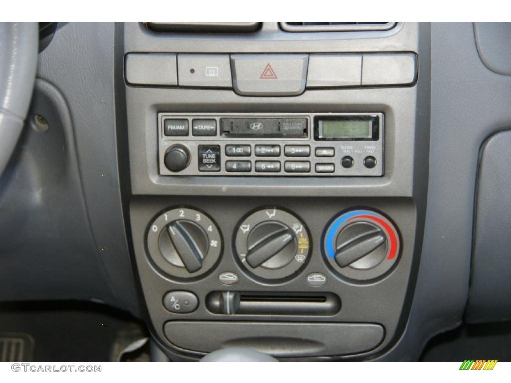 2002 Hyundai Accent Gl Sedan Controls Photo 48150755