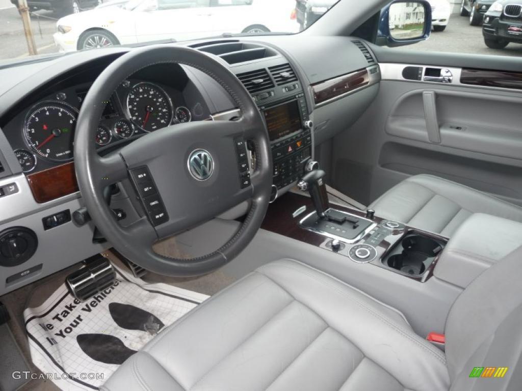 Kristal Gray Interior 2004 Volkswagen Touareg V8 Photo 48172652