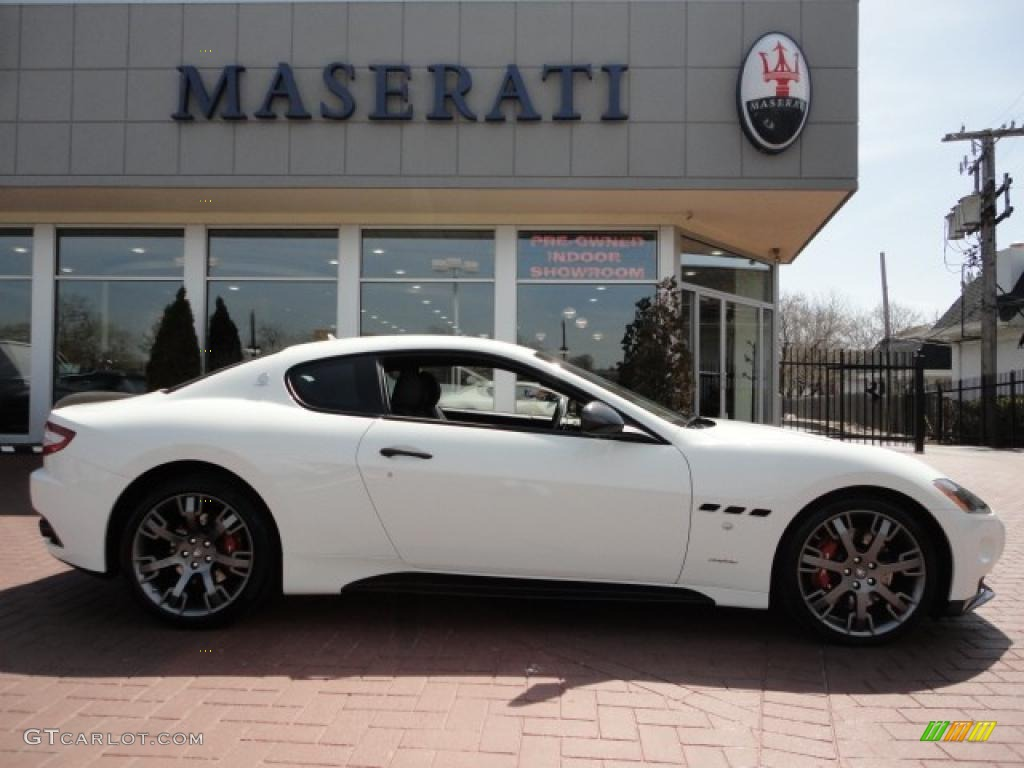 2010 bianco eldorado white maserati granturismo s for White maserati red interior