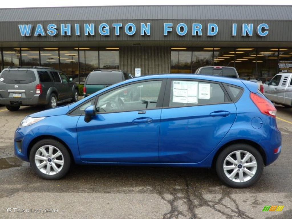 2011 Blue Flame Metallic Ford Fiesta Se Hatchback 48233514