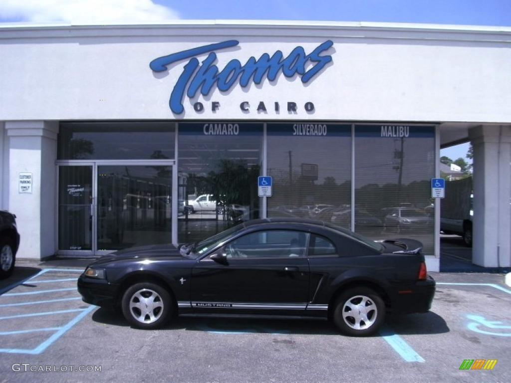 2000 Mustang V6 Coupe - Black / Medium Graphite photo #1