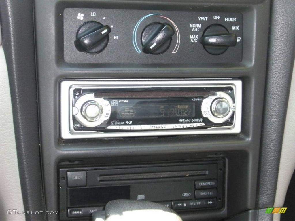 2000 Mustang V6 Coupe - Black / Medium Graphite photo #8