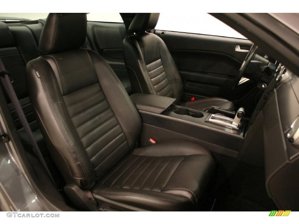 Dark Charcoal Interior 2006 Ford Mustang GT Premium Coupe Photo #48379088