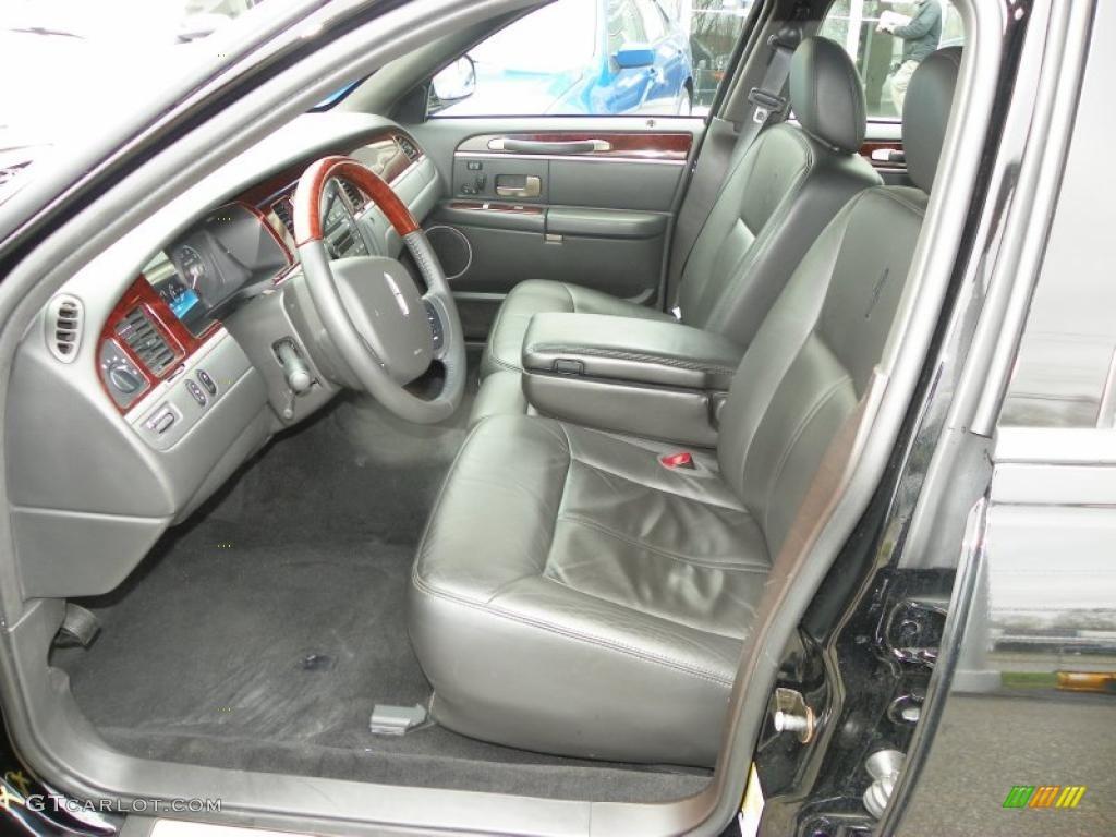 Black Interior 2010 Lincoln Town Car Signature Limited
