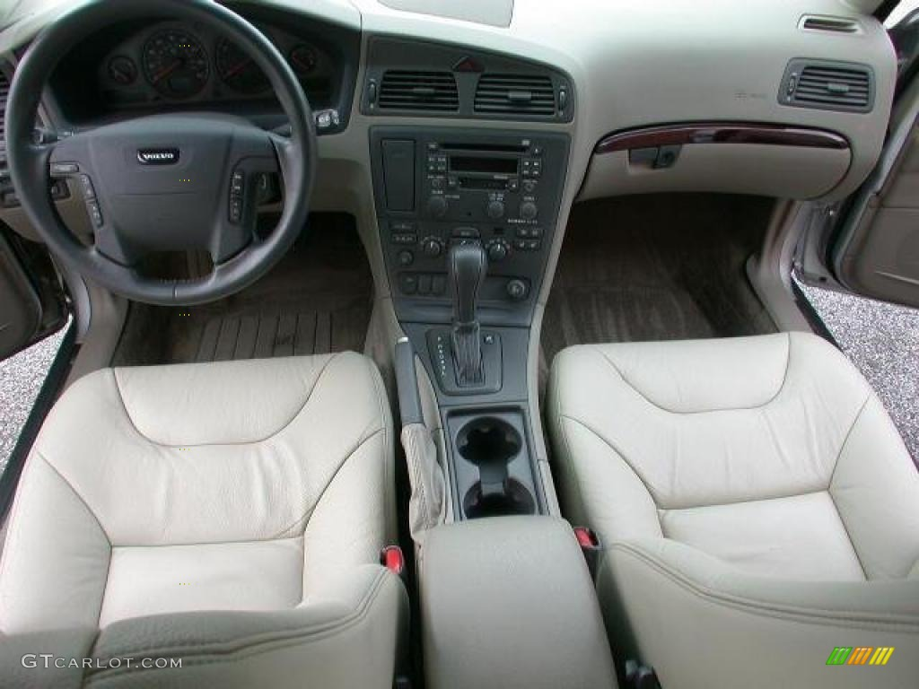 2002 Volvo V70 2.4T Wagon Interior Color Photos | GTCarLot.com
